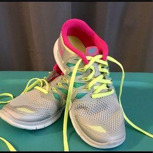 Girls Nike shoes sz4Y fluorescent